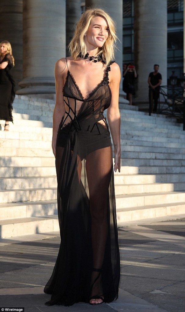 Одела сарафан на голое тело Полностью